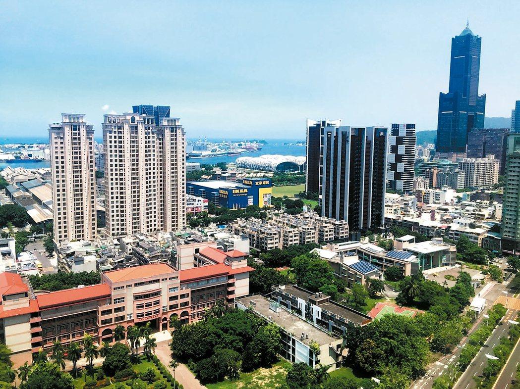 高雄豪宅市場久盤後趨於明朗化,龍頭建商京城建設在農16特區推出的代表座「京城」,...