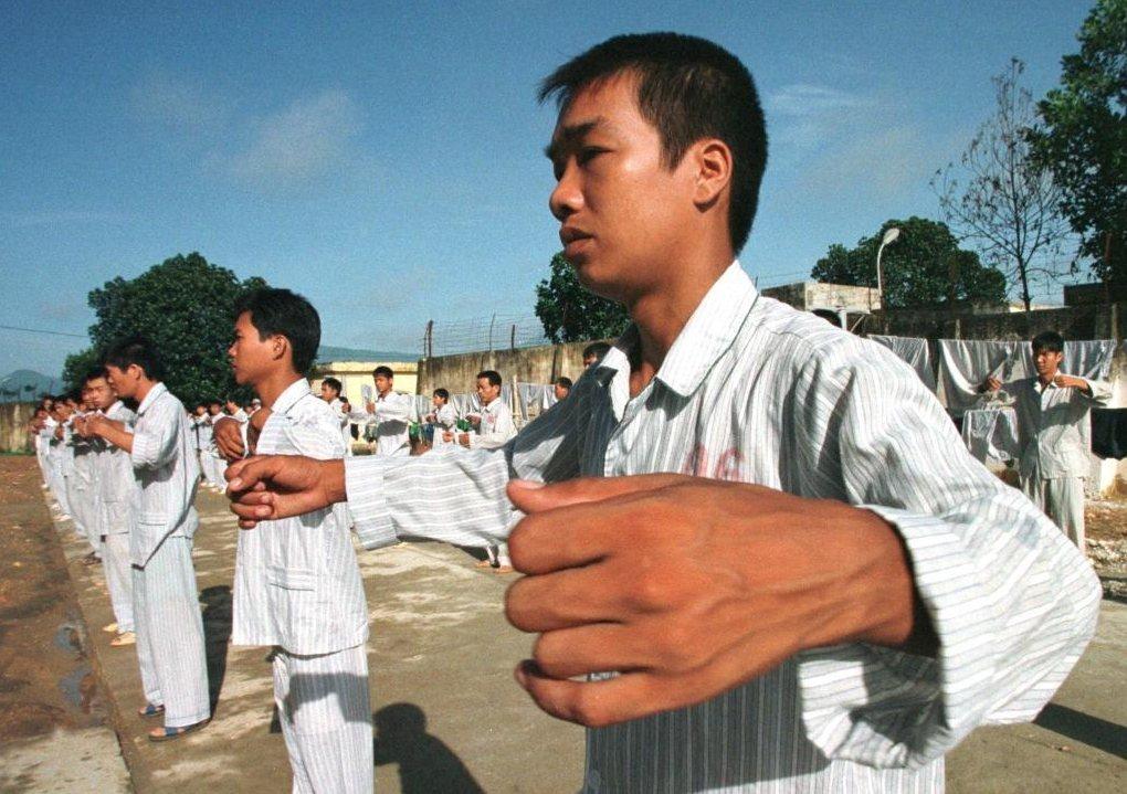 早年越南政府將毒品成癮者強制勒戒於衛生條件極度不佳的「06 Centers 」拘...