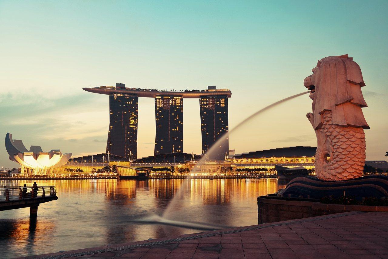 新加坡是台湾政治人物与媒体喜欢据以比较的亚洲四小龙国家:其洁净的街道、优渥的薪水...