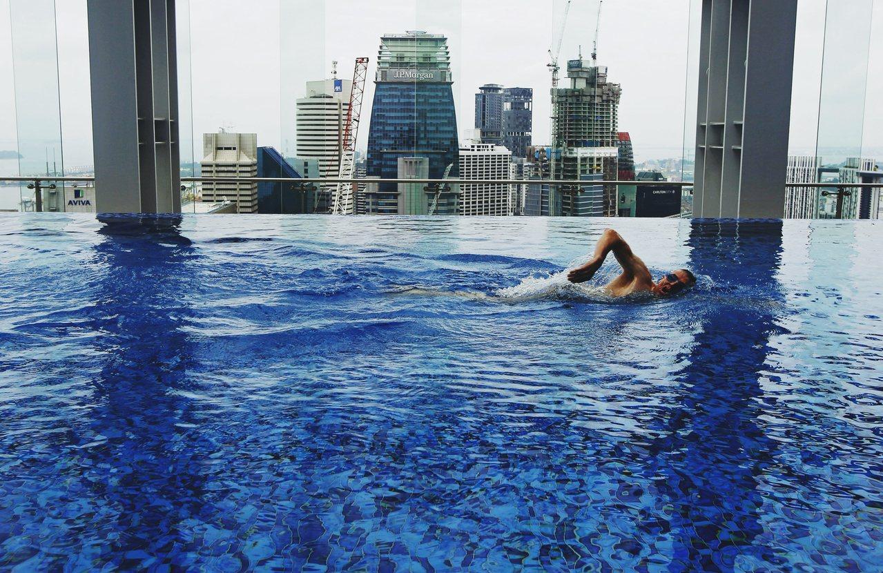 """冷气房、温室、玻璃屋,对于新加坡的各种形容皆巧合地反映出某中""""人造刻意""""。 图/..."""