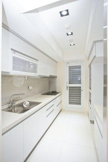 實用和難清理的廚房,為局部修繕第二名。 永慶房產/提供