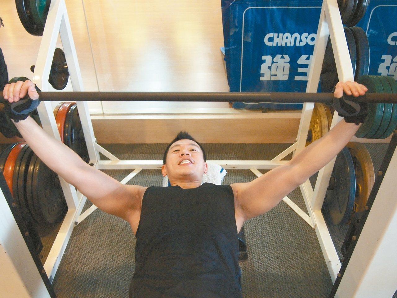 運動前後要吃對食物,才能有效達到減重、增強肌耐力及心肺功能。 記者李樹人/攝影