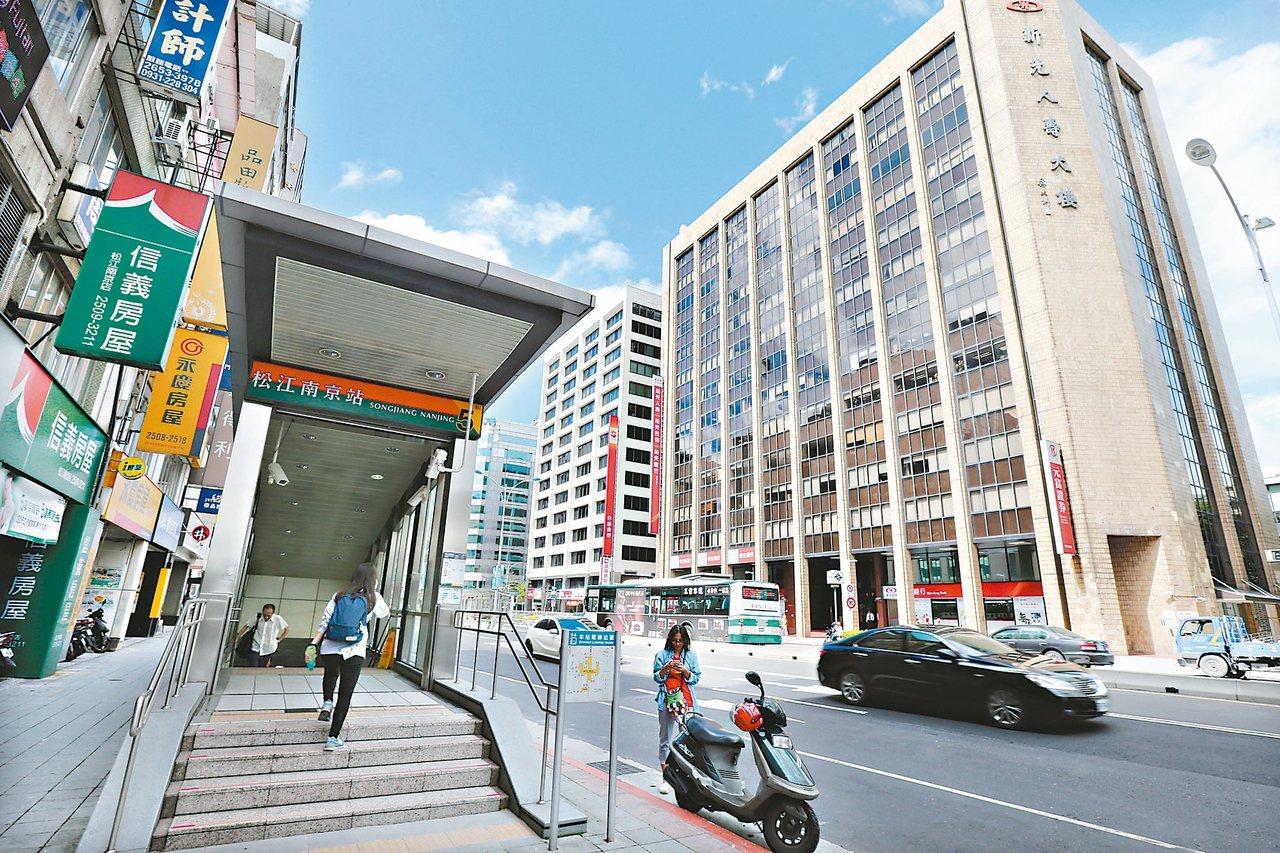松江南京捷運站,周邊商圈繁榮,機能完善。 記者蘇健忠/攝影