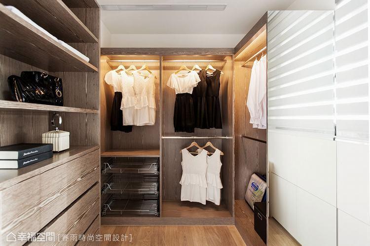 ▲衣櫃內增加燈光照明,能快速找尋所需物品。