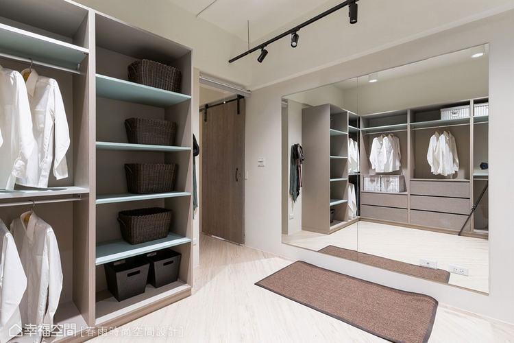 ▲若坪數較大的更衣室,可直接擺掛大型穿衣鏡於牆面。
