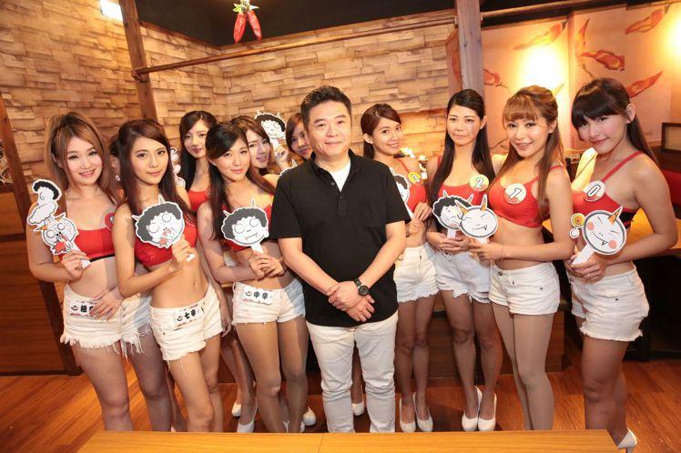 AKAKARA(赤から)社長率領代表11種辣度的辛辣小姐,展示店內獨門的日本名古...