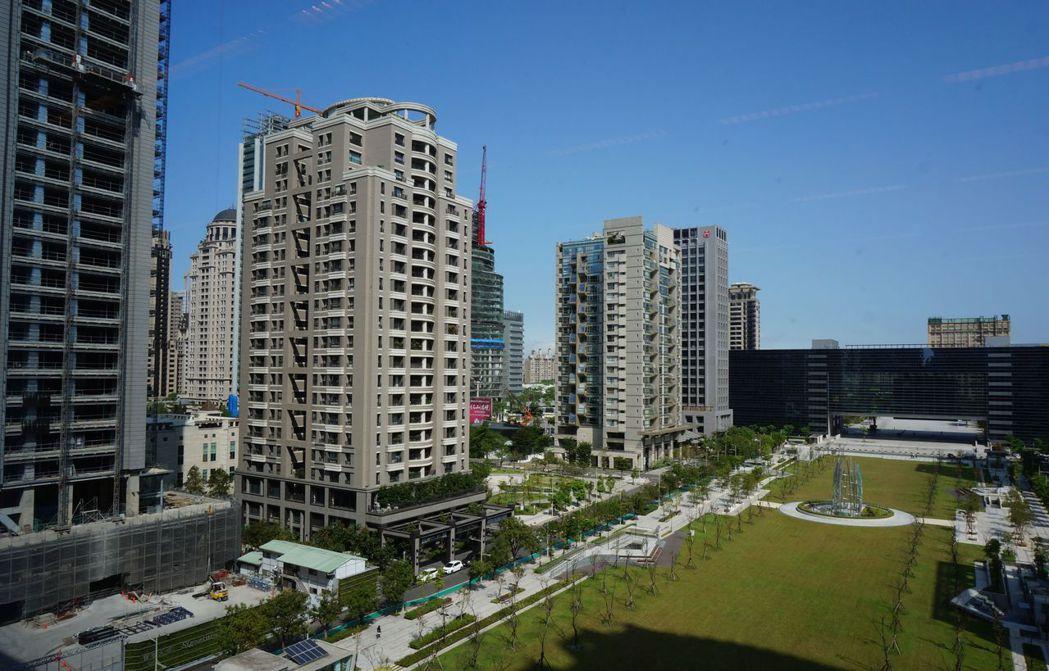 台中市公告地價飆漲,西屯區平均調幅高達101.29%,地價稅暴漲讓市民叫苦連天。...