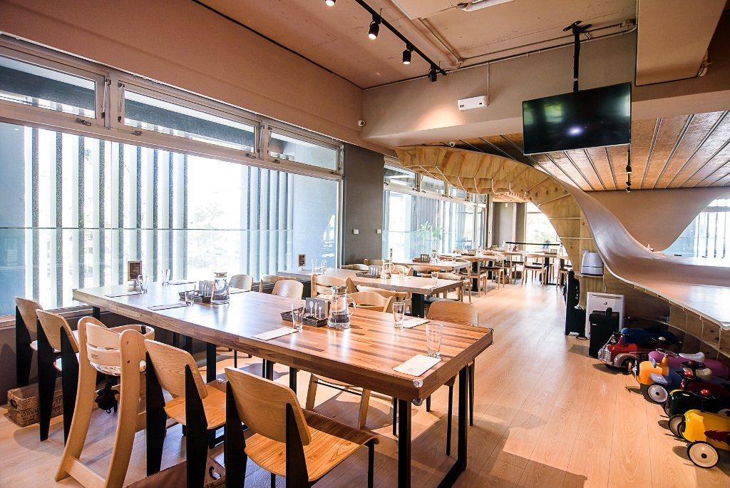 餐廳乾淨明亮,有近50%空間留給孩子們盡情玩耍。Money Jump/提供