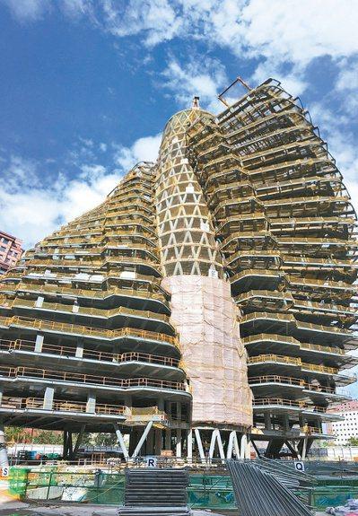 「陶朱隱園」可售戶數為40戶,每戶規劃290坪,市場預估,若以每坪350萬元估算...