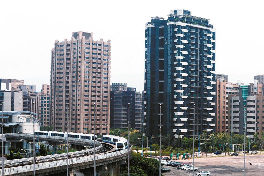 台北市跨行政區買房價格更優惠。圖為南港軟體園區附近房產。 記者徐兆玄/攝影