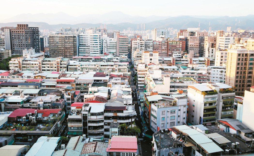 台北市政府將今年訂為都更元年,北市老房子可望都更翻新。 報系資料照