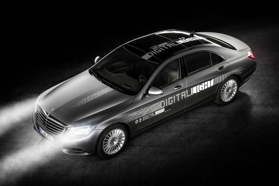 為了迎戰 Audi 和 BMW 都的雷射頭燈,Mercedes-Benz 推出「Digital Light」數位頭燈技術,並將在不久後出現於世人面前。 摘自 Mercedes-Benz