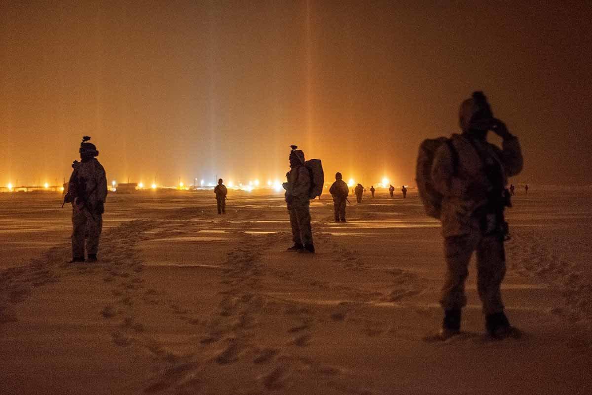 美国特种部队和海军陆战队模拟攻占一座极地雷达站,位在美国最北端阿拉斯加巴罗角。 ...