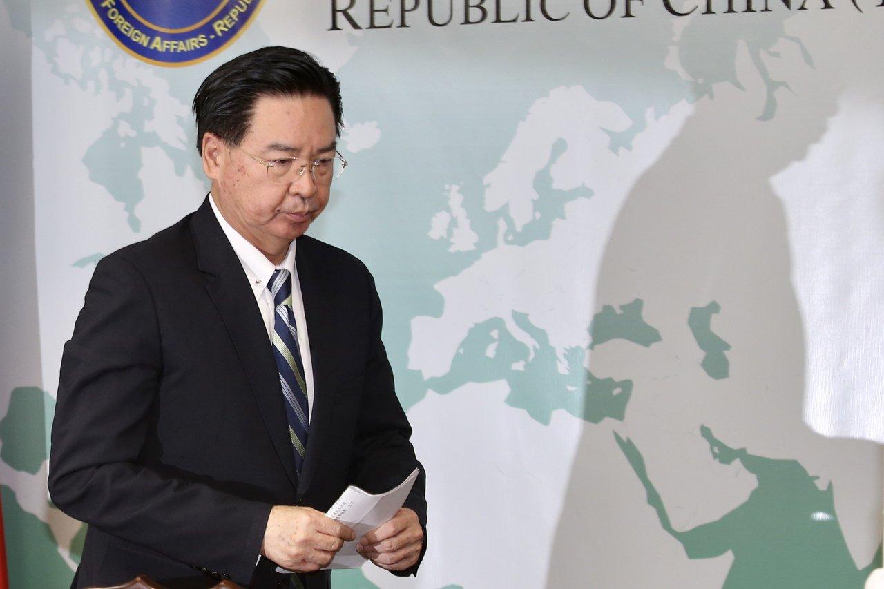 在不到一周的时间内,中共接连出手拔掉台湾在太平洋的两个邦交国。图为外交部长吴钊燮...