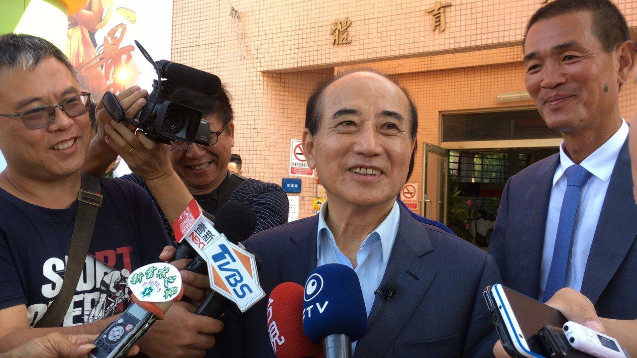 立法院前院长王金平(中)声称要参选总统到底,国民党仍希望王出任韩国瑜全国后援总会...