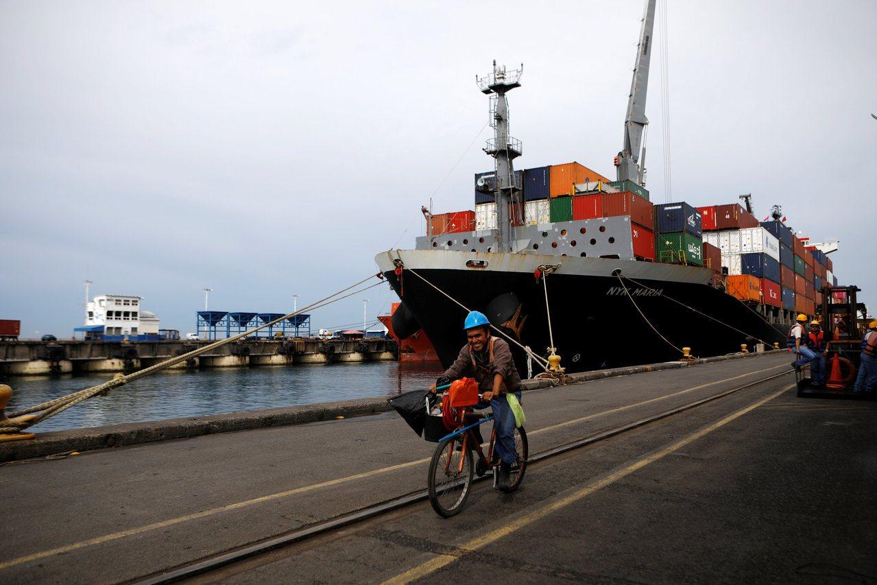 中国大陆在萨尔瓦多投资许多港口计画。图为萨尔瓦多阿卡胡特拉港。 (路透)