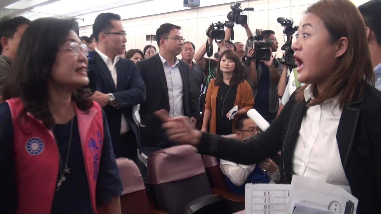 高雄市长韩国瑜今天上午在议会举办预算说明会,台上台下议员吵成一团。记者王昭月/摄...