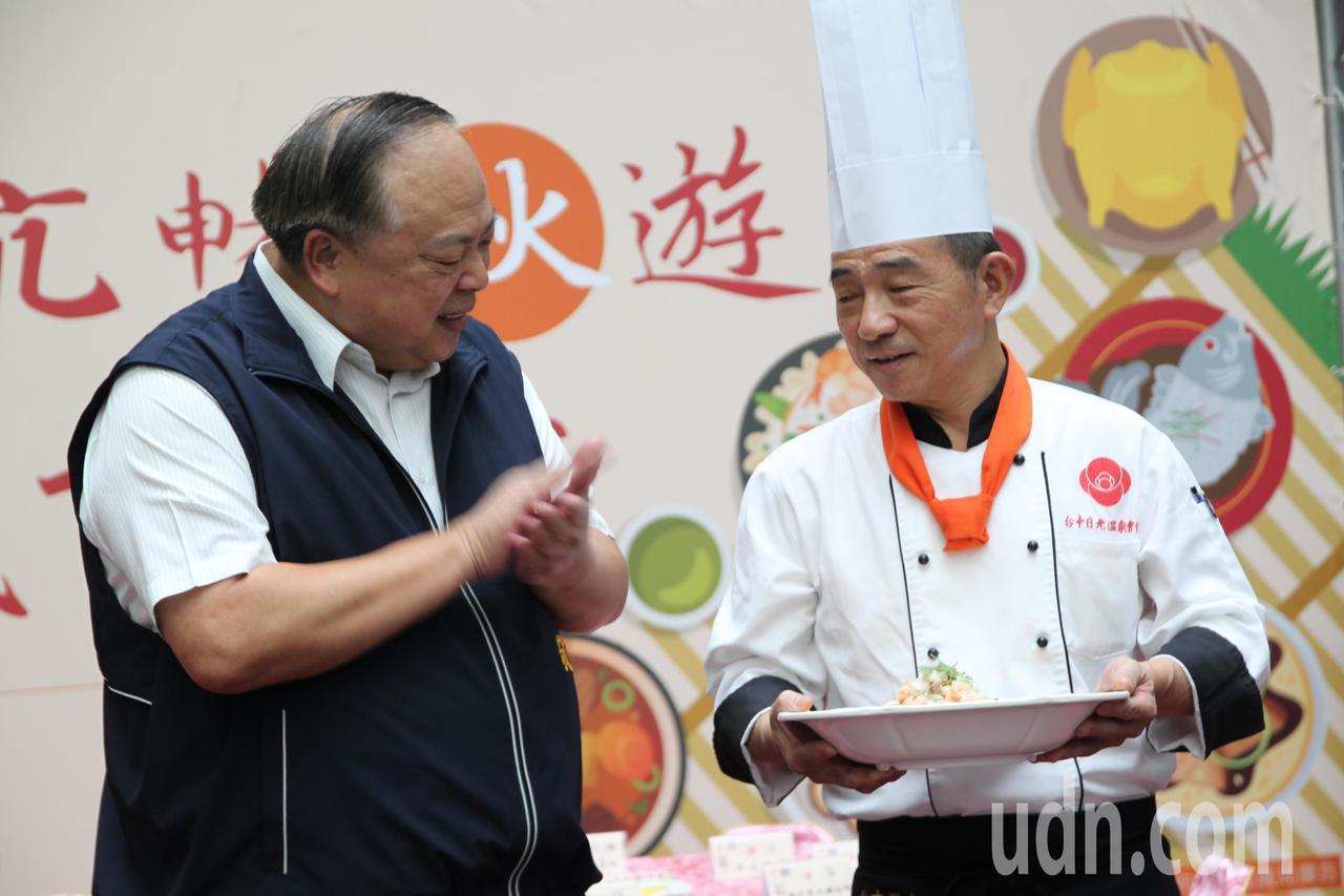 台中市副市长陈子敬邀请各知名餐厅的主厨们,一一以走秀方式端出以大坑农特产食材制作...