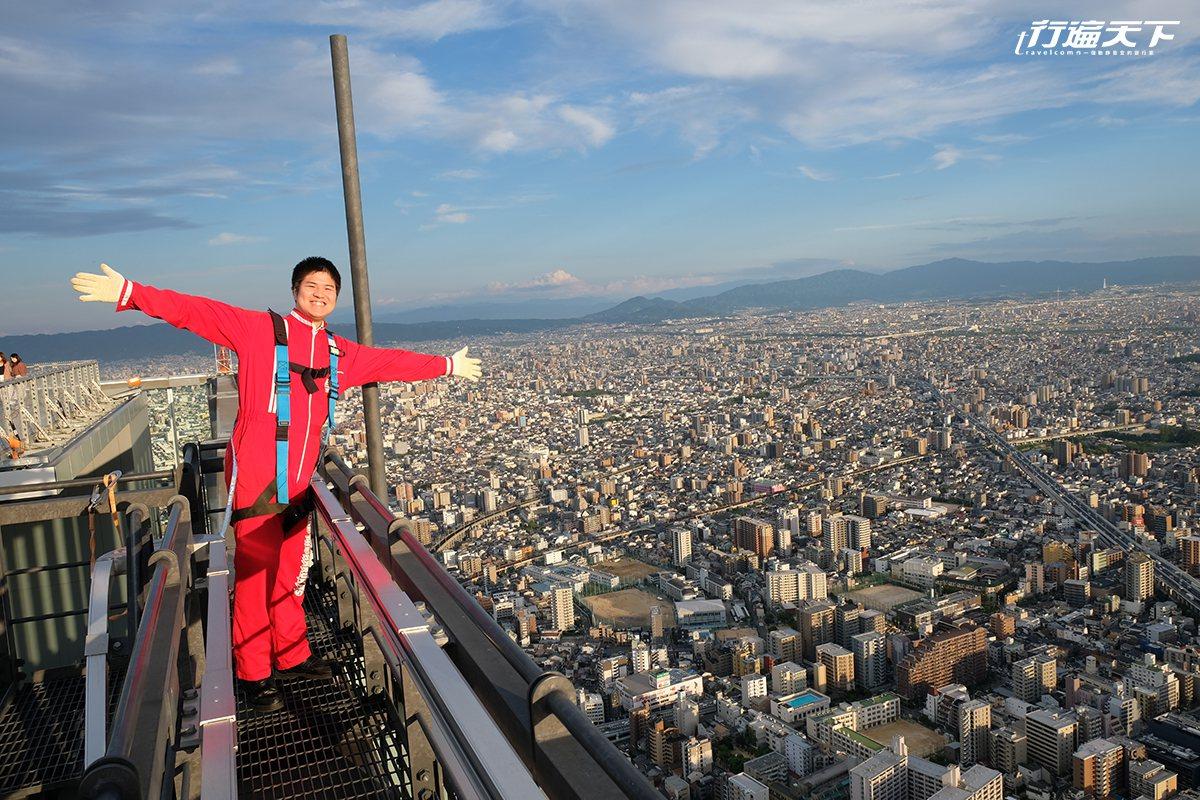 ▲最人气的新设施,真的完全挑战胆量漫步在300公尺日本最高摩天大楼天空中。