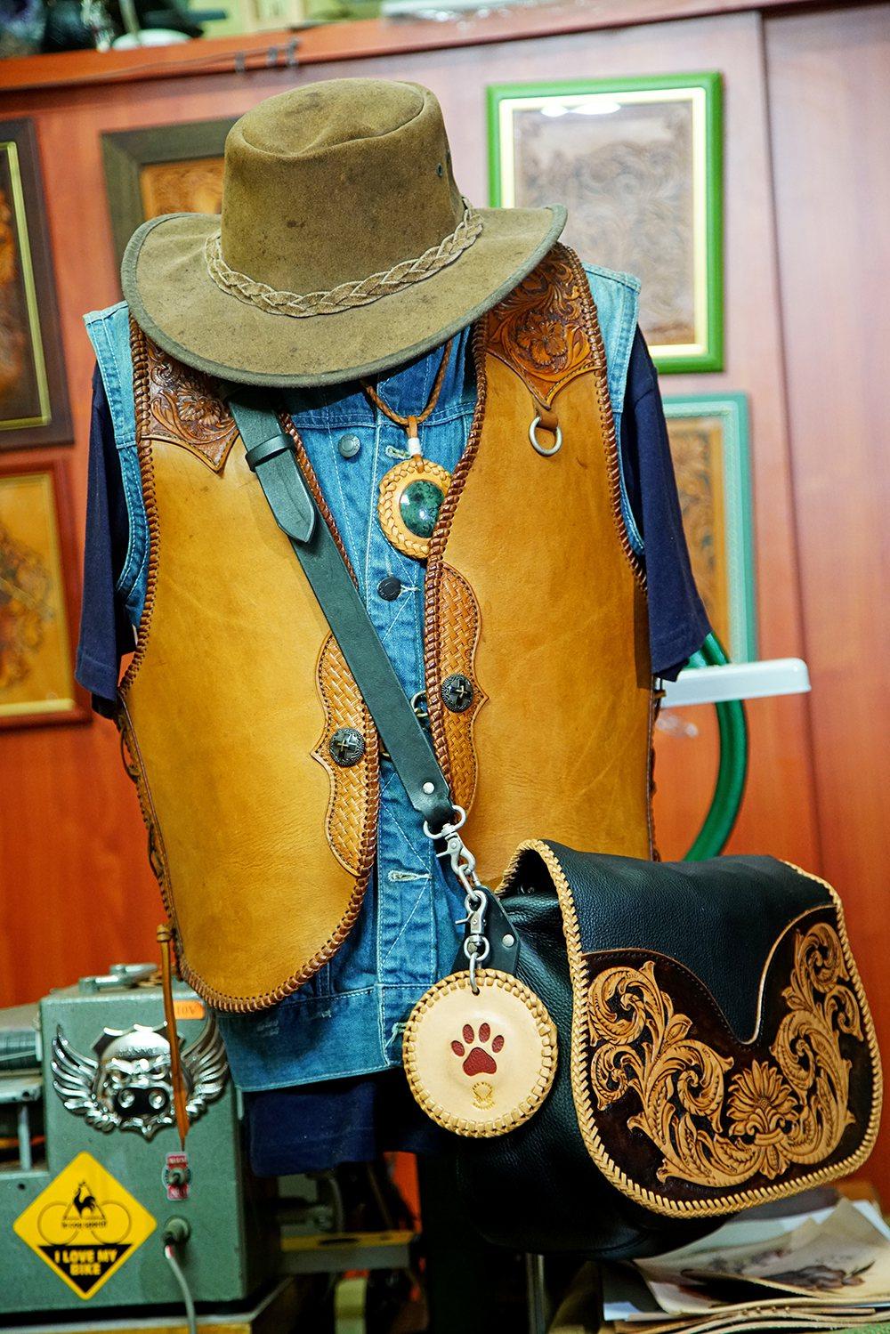 美国西部牛仔一身马鞍革,是袁子杰最喜爱的个性衣品。 (摄影/曾信耀)