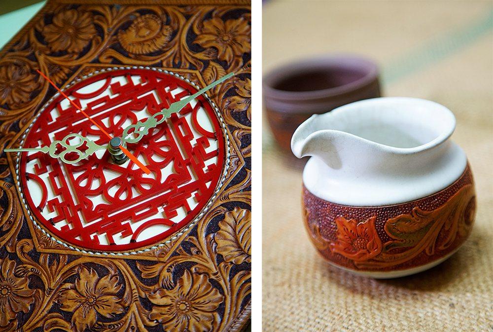 (左)结合窗花图案设计的皮雕时钟玩出新花样。(右)皮革与陶土结合的陶杯创作,是袁...