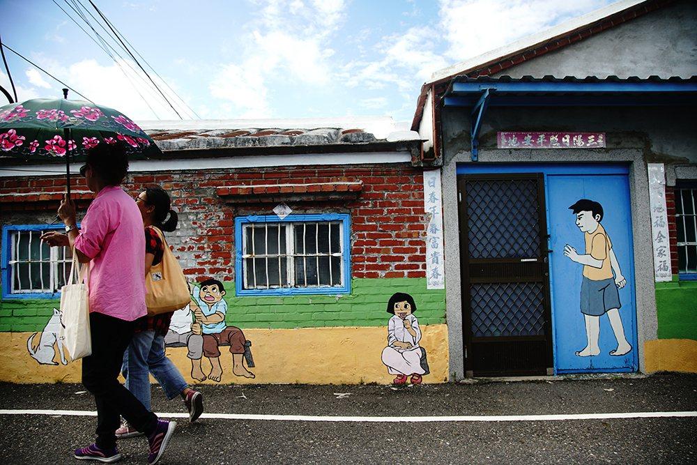 祖厝壁画是盐田社区居民的生活日常。 (摄影/曾信耀)