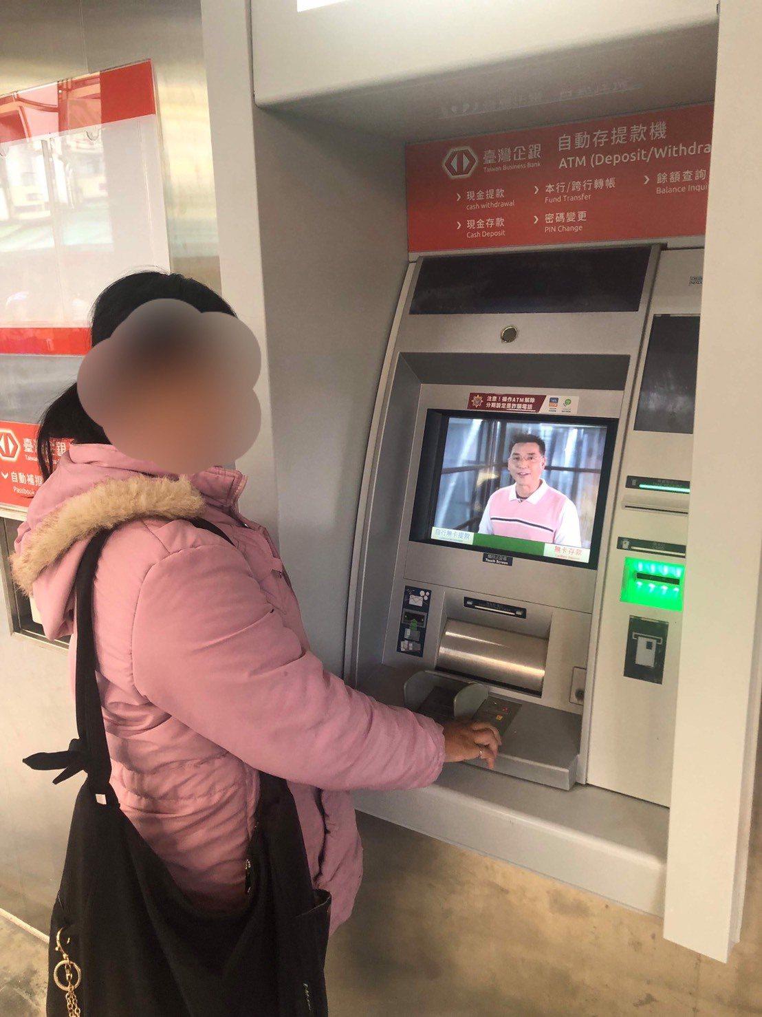 新竹一名30多岁的杜姓女子误信网上打工信息,提供帐户给诈骗集团,本以为能轻松赚钱...