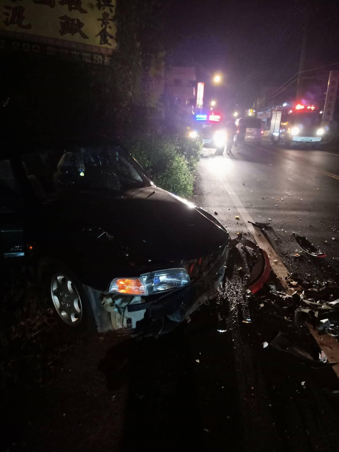 南投鹿谷昨晚9时许,发生一起离奇的小客车对撞事祸。图/民众提供