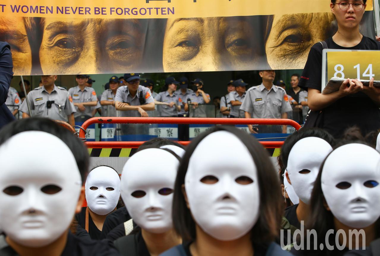 联合报系摄影记者陈柏亨以「沉默慰安妇」入围新闻摄影奖。图/本报资料照片