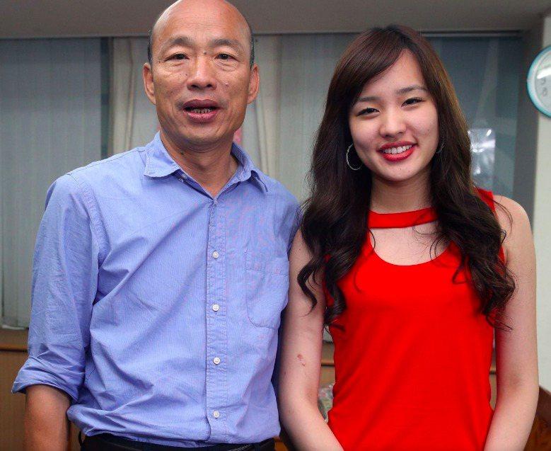 国民党总统参选人韩国瑜(左)及其女儿韩冰(右)。本报资料照片