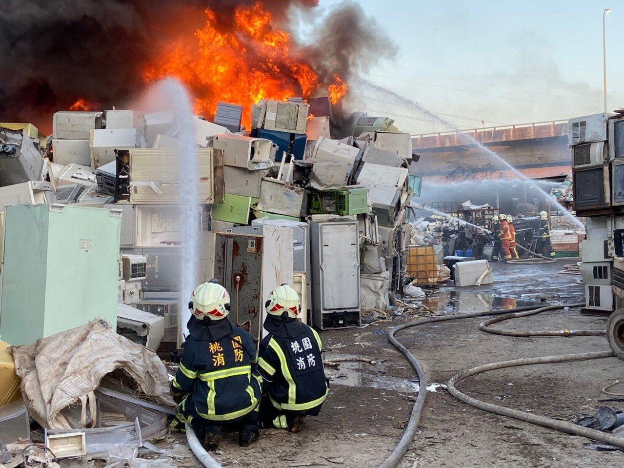 龟山资收场大火。图/消防提供