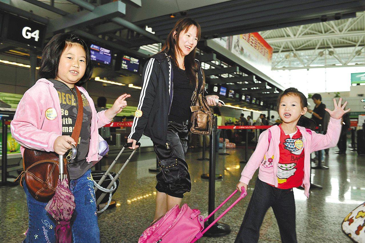 民航局昨天表示,今年两岸是否加开春节加班机仍在评估。(新华社)