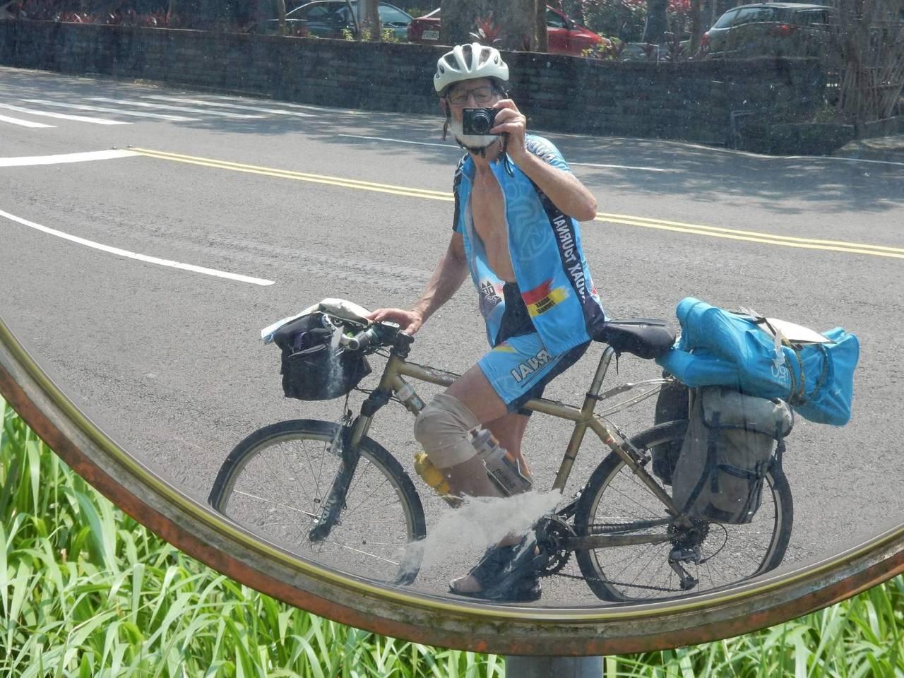 比利时自行车俱乐部主席米歇尔.卡迪儿,来台展开单车旅游后,回国后发文称赞台湾警察...