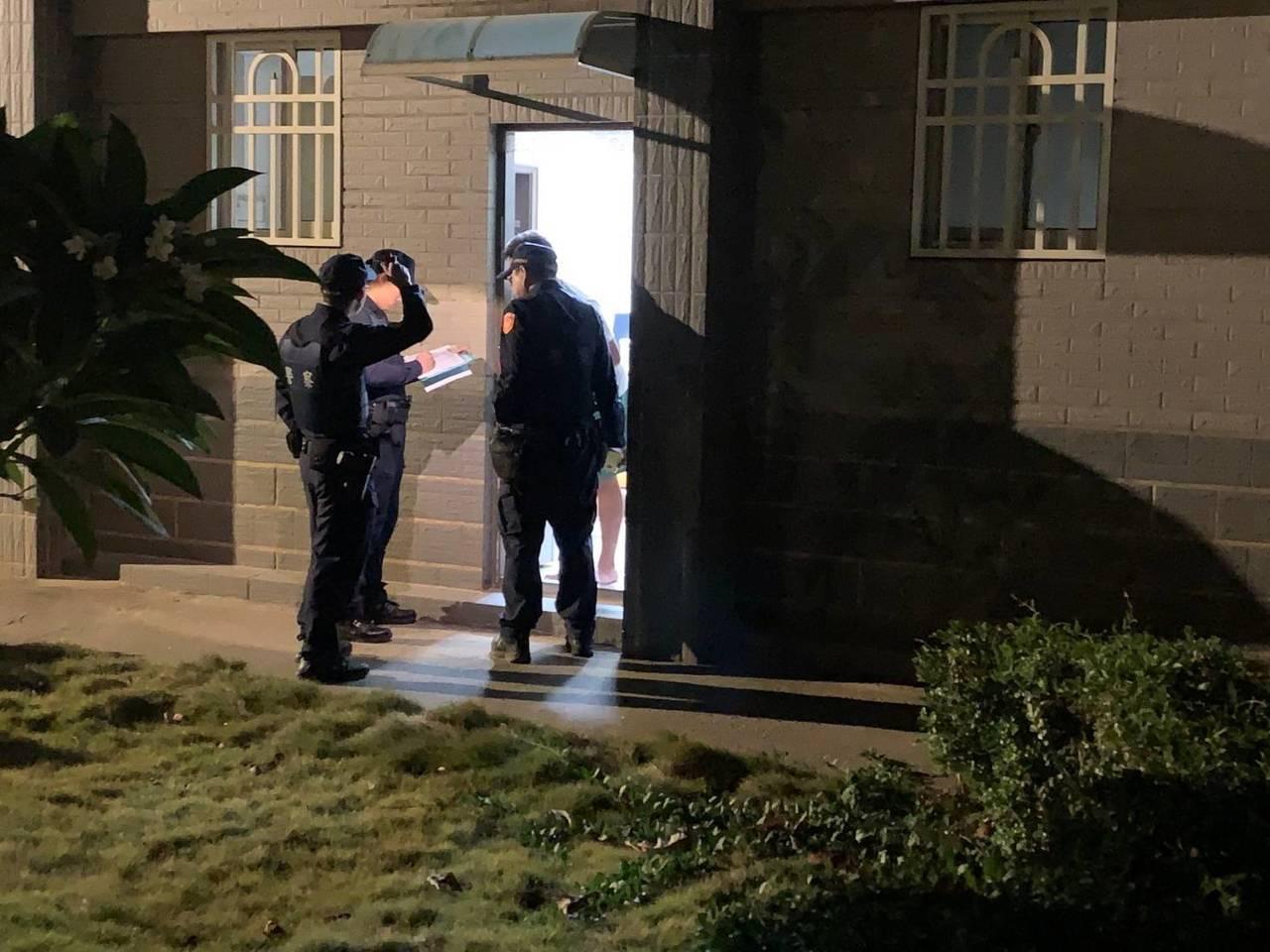 金门县警局金城分局从今年初起至今为止,已执行15次清楼专案工作,清查处所计170...