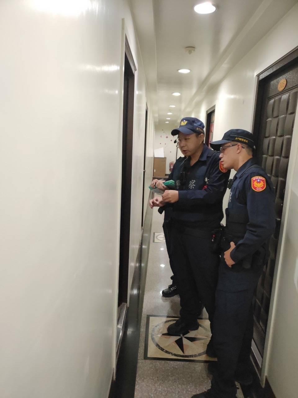 金门县警局金城分局藉由「清楼专案」统合规划所属警力针对辖内出入人口复杂、迁动频繁...