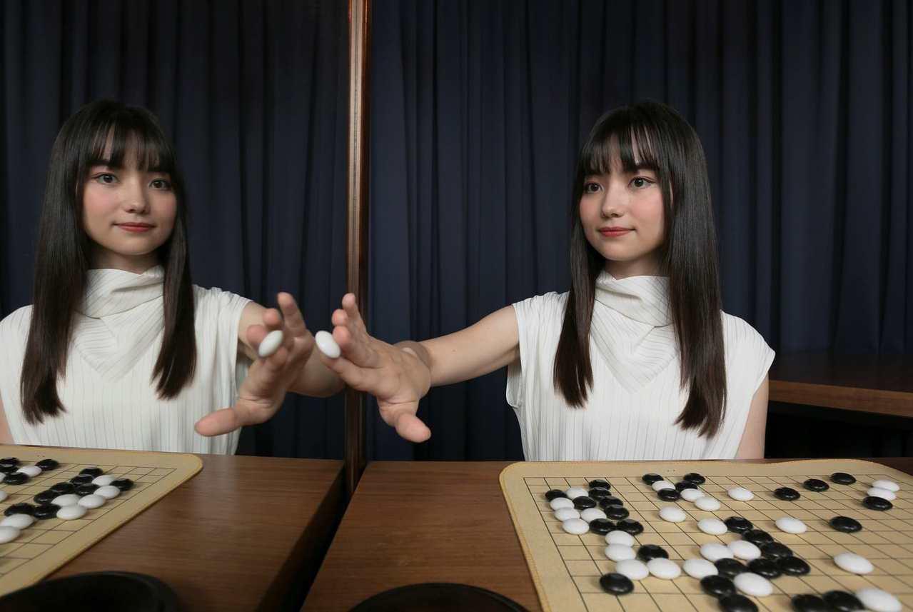 什么造就杰出的一手?最强女棋士黑嘉嘉的顶尖秘诀是:父母从不给压力,只要她尽情享受...