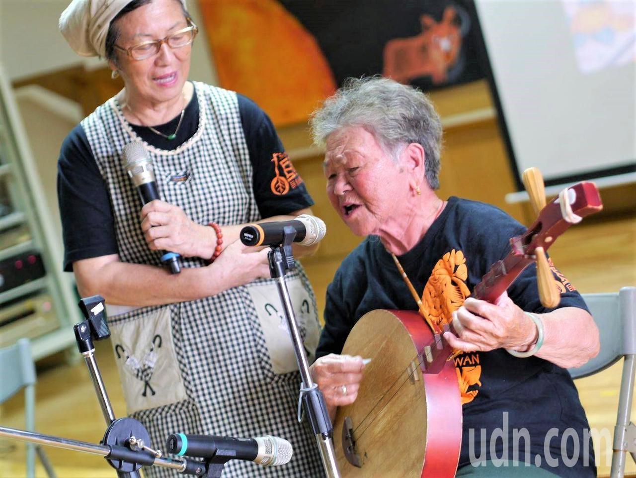 高龄86岁、只有国小学历的陈英,不但能随口唱出上百首恒春民谣,也投入写词创作、教...