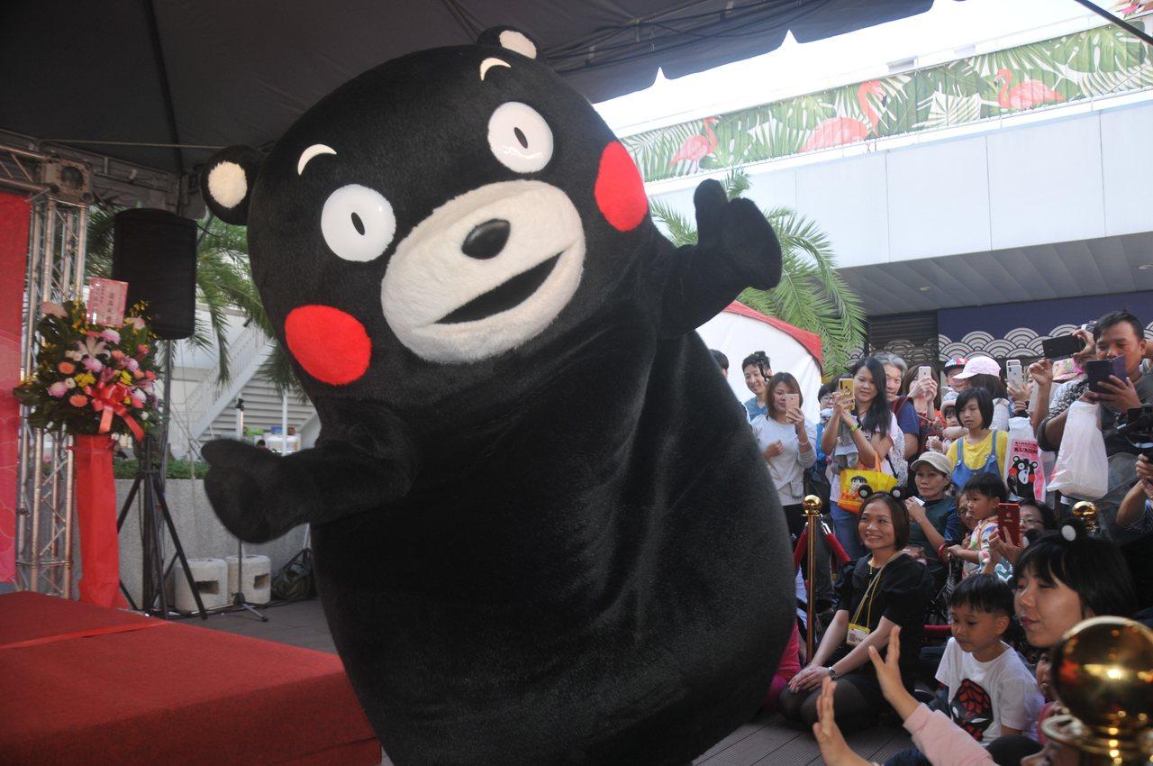 酷MA萌!熊本熊可爱搞怪体操舞萌翻基隆。记者游明煌/摄影