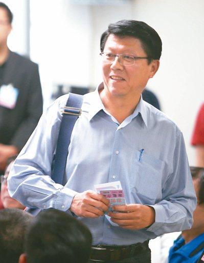 国民党台南市党部主委谢龙介,坦言将思考退出不分区。 记者苏健忠/摄影