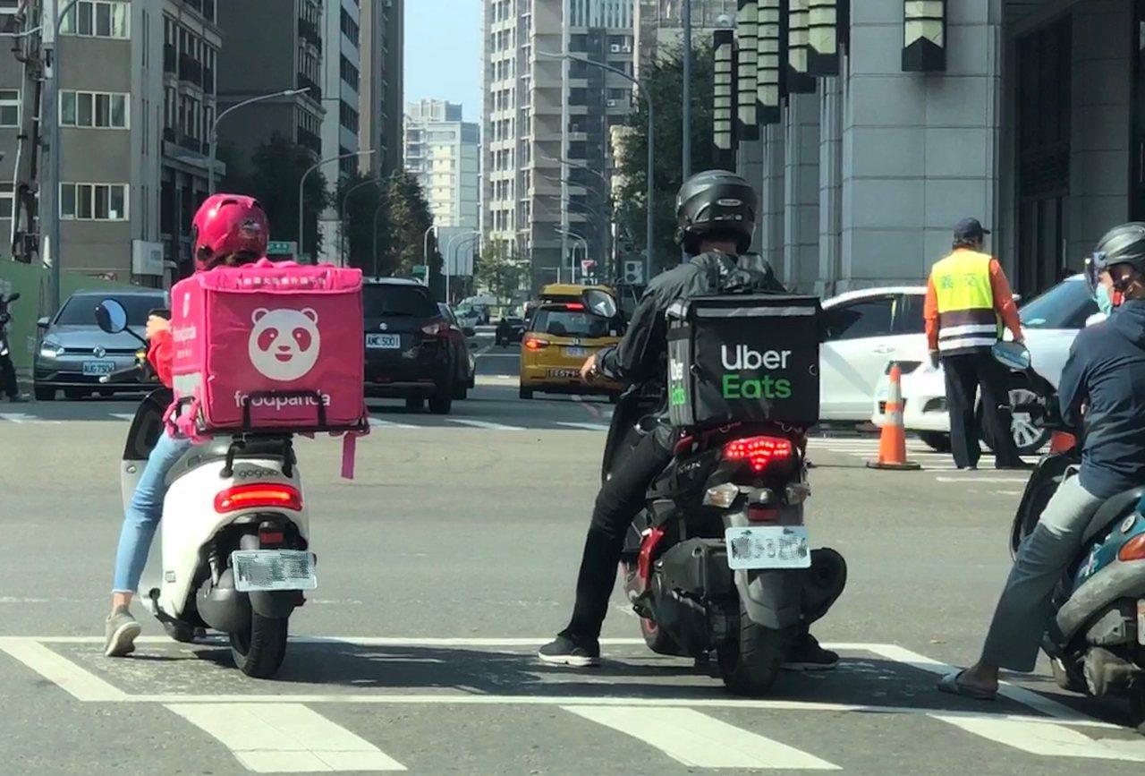 食物外送员意外事故引起社会关注其劳动权益。记者陈易辰/摄影