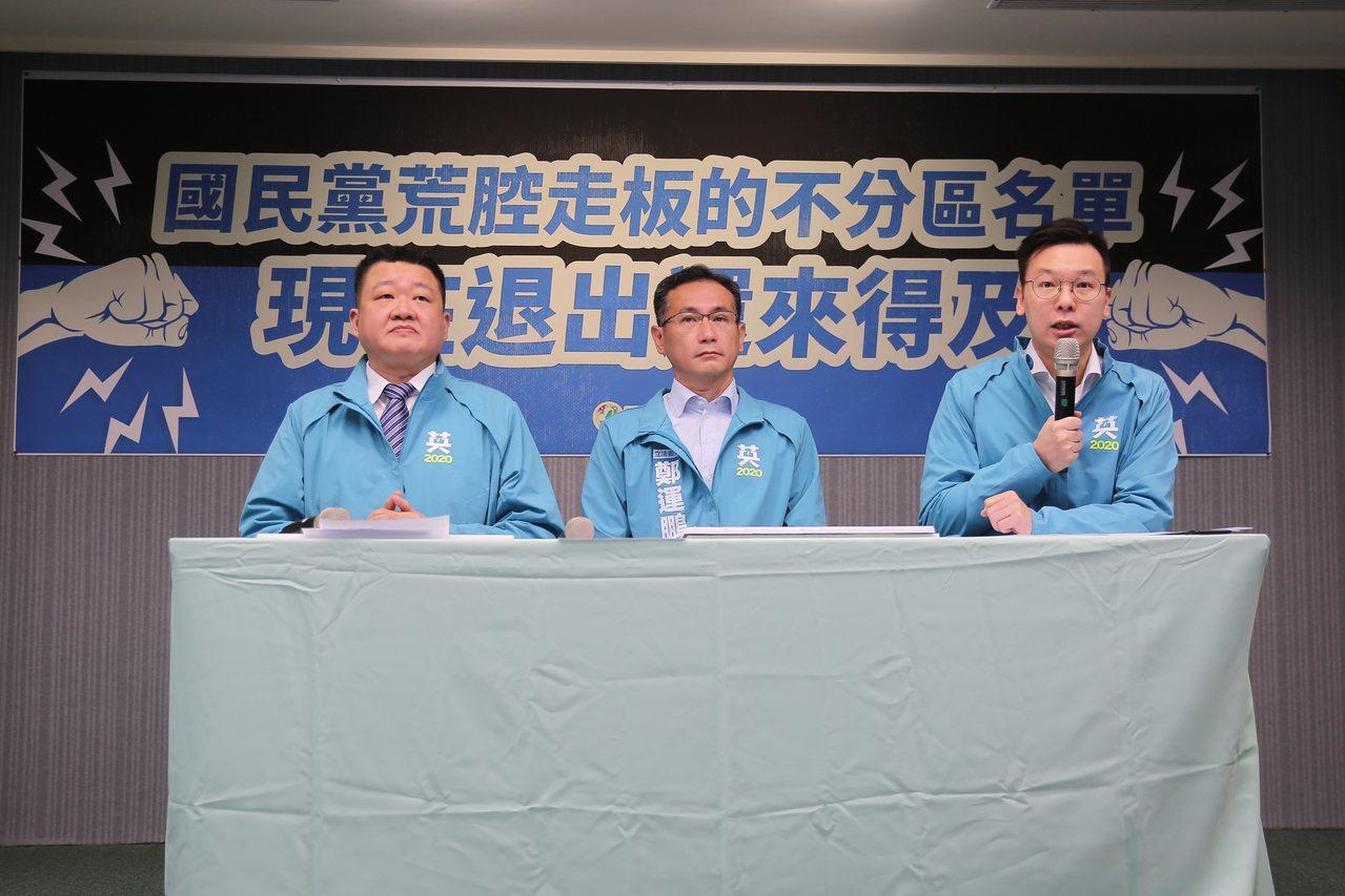 民进党副秘书长林飞帆(右)今天在党中央记者会后,回应媒体询问韩国瑜房产争议。记者...
