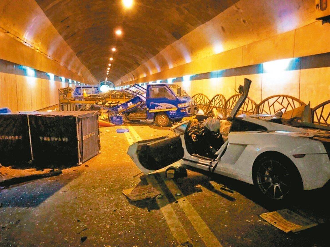 富少游翰甯去年7月在自强隧道飙蓝宝坚尼,酿2死3伤。 图/翻摄照片