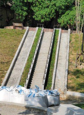 台南市永康区公7特色公园将在本月中完工,将有台南最长的地景式溜滑梯,并设有无障碍...