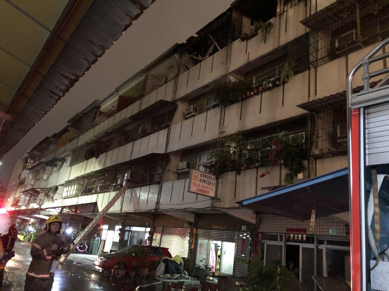 这场民宅火警大火约30分钟扑灭,消防局指出,起火原因仍待进一步厘清。记者邵心杰/...