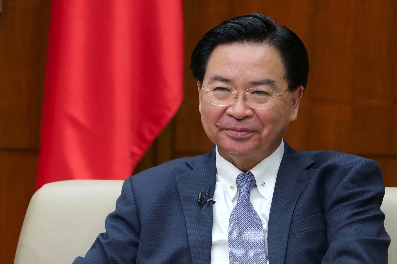路透11月报导,我国外交部长吴钊燮表示,如果经济成长放缓威胁到中共的正当性,中共...