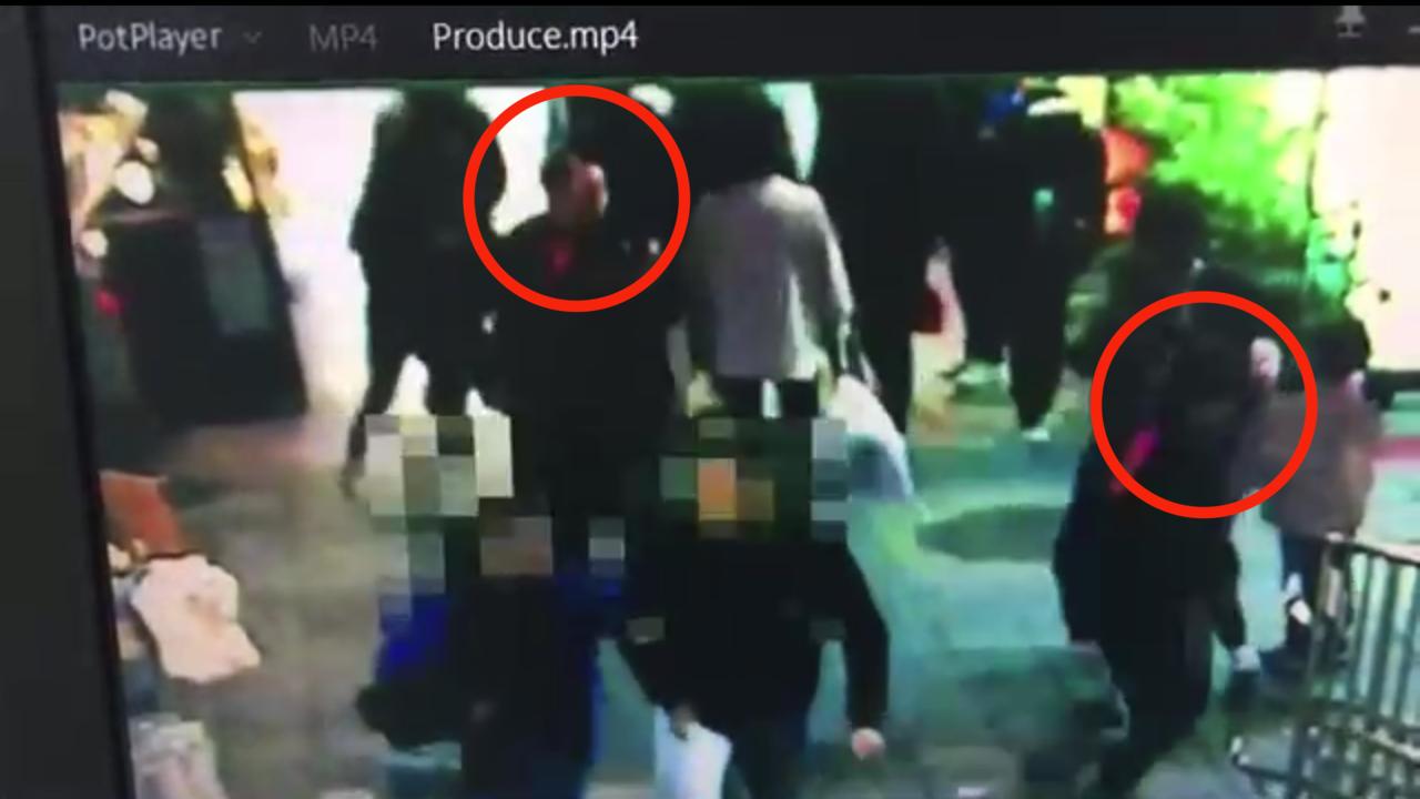 5名恶煞昨晚持棍棒,在士林夜市痛殴彭男逃逸。记者蔡翼谦/翻摄