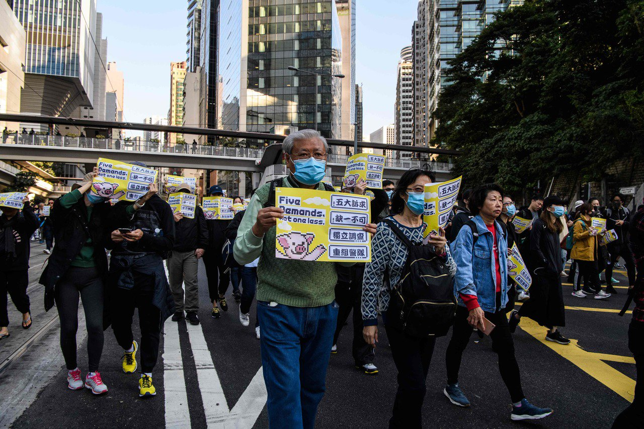 香港民阵昨日发起「国际人权日」游行,为4个月来首次获警方发不反对通知书的大型示威...