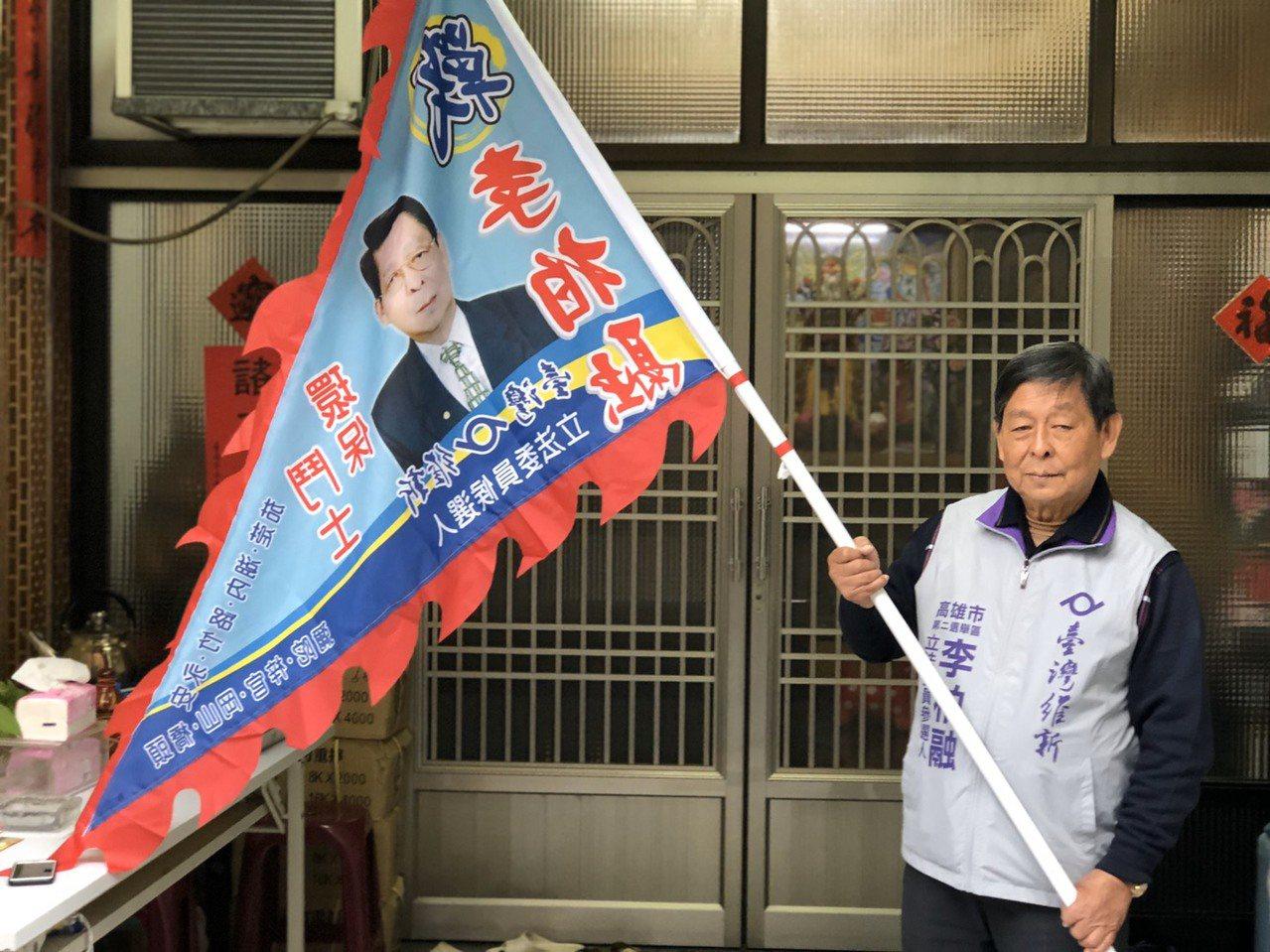 高市第二选区立委参选人李柏融代表台湾维新党参选,因小党资源不足,未张挂看版与旗帜...