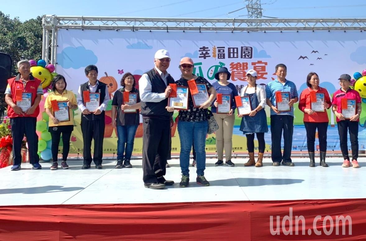 台塑企业助农有成,表扬绩优农民。记者蔡维斌/摄影