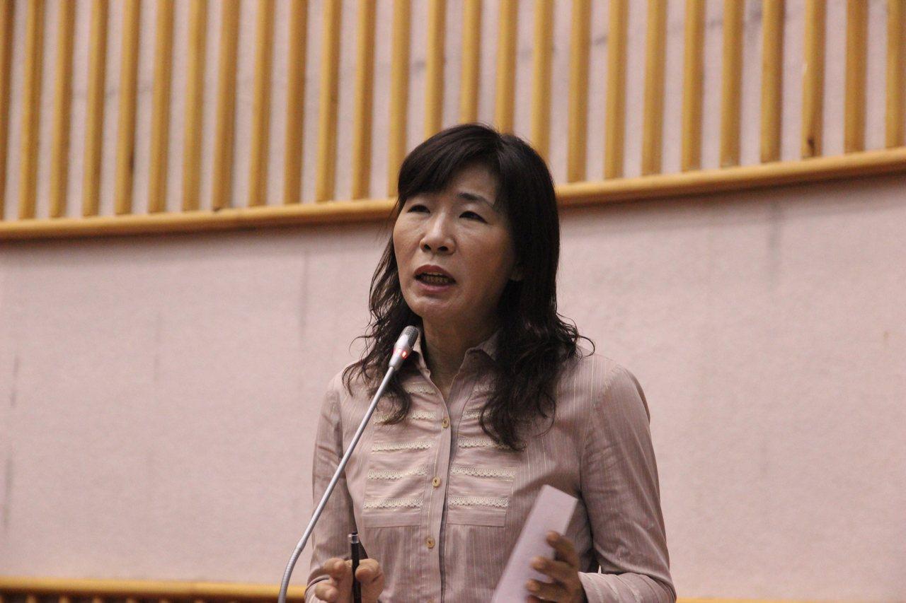 去年才完成5连霸的民进党屏东县议员潘淑真,被判当选无效,可望由「落选头」洪明江递...